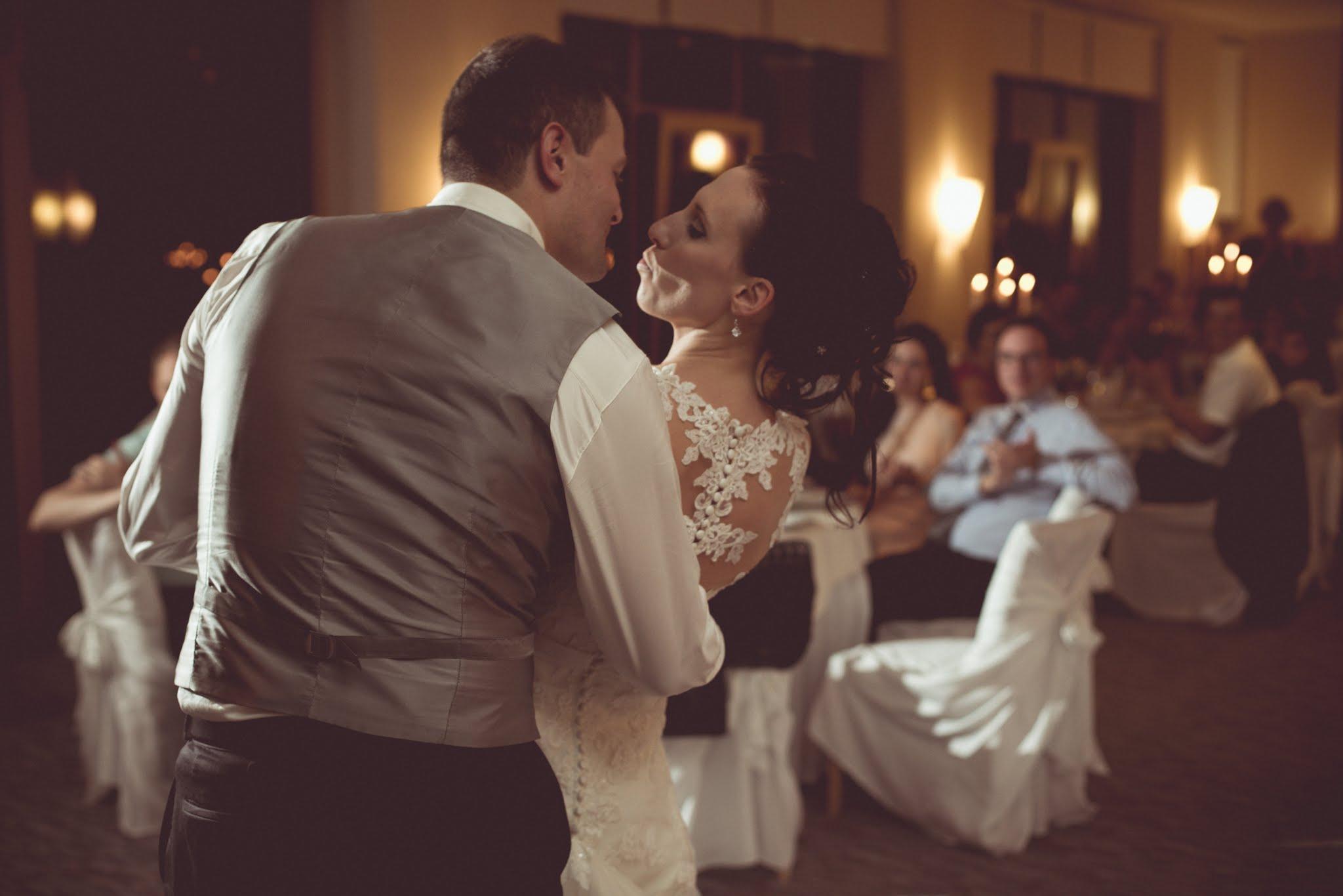 ajboljše poročne fotografije, naj poročni fotograf, fotograf za poroko, naj poroka, poročni prstani Wedding photographer slovenia, ugodna cena fotografiranja poroke