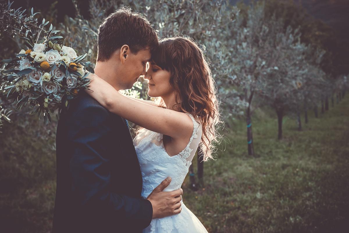 Poročna fotozgodba v Vipavski dolini
