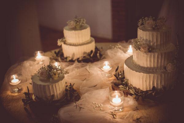 Ko soparen poročni dan popestri, nevihta in misliš, da bo ta uničila celotno poročno fotografiranje. Potem pa se začne jasniti in pojavi se da narediš ene najboljših poročnih fotografij. FOTO STRANI ZA OZNAČT HEYWILDWEDDINGS, freespiritebrides, BGRings, gracefulbrides, justwb, weddingdreaminspiration, 1001 weddings, theweddingbliss, travelandweedingmagazine