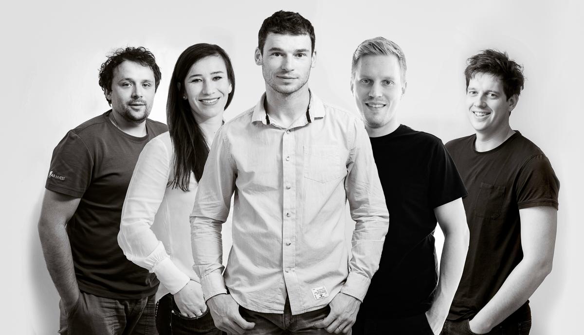 skupinska fotografija zaposlenih